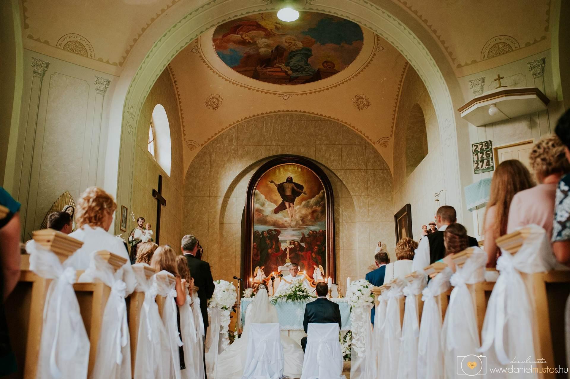 c110d993d8 Esküvői fotózás Enikővel és Lackóval - templomi szertartás
